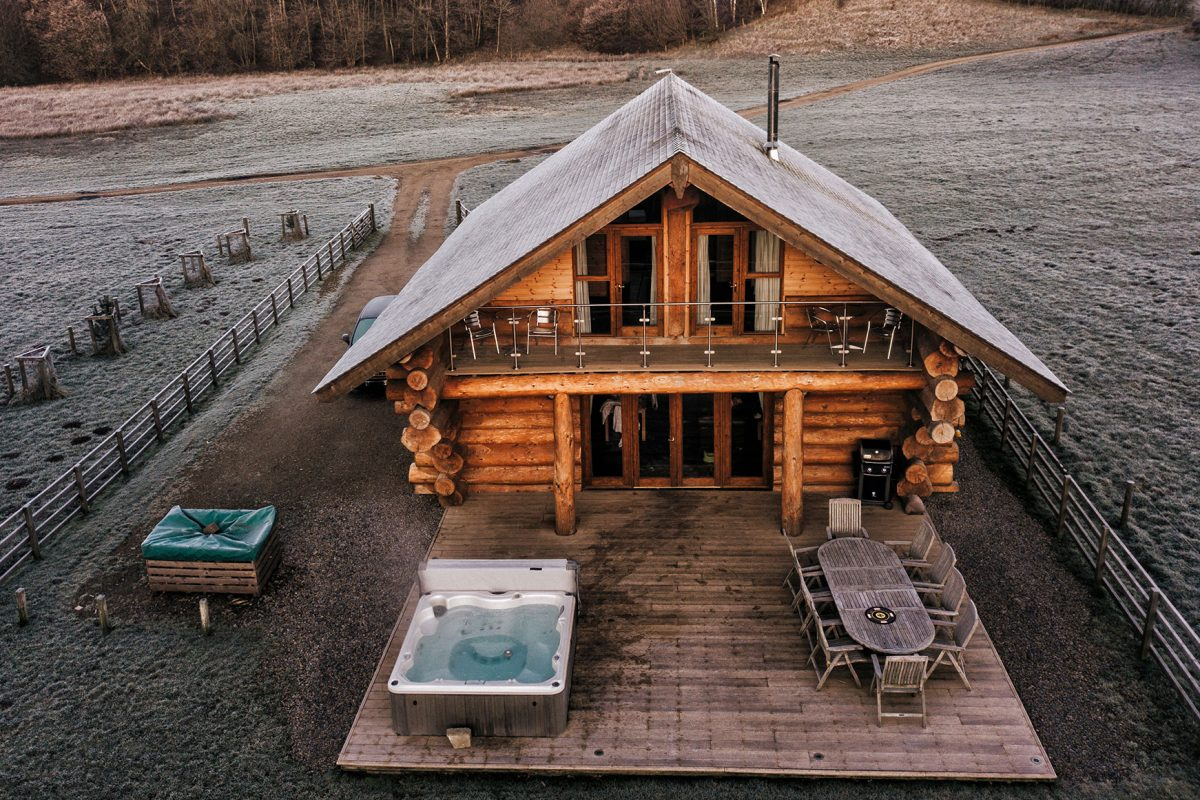 Hidden-River-Cabins_luxury-cabins-with-hot-tubs